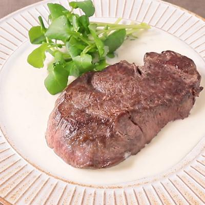 濃厚ブルーチーズソースの 牛ヒレ肉のソテー