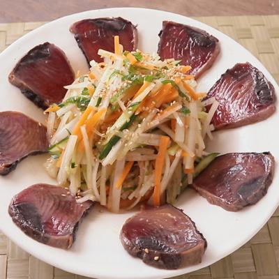 ピリッと カツオと千切り野菜の和風サラダ