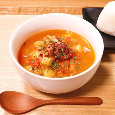 タコのサフラントマトスープ