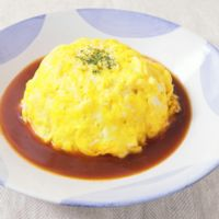 デミグラスソースの卵トロトロオムライス