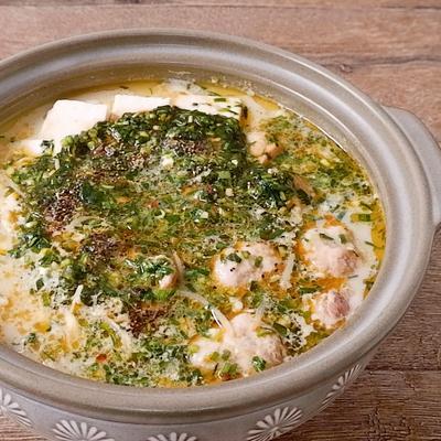 ピリ辛ニラダレ白湯鍋
