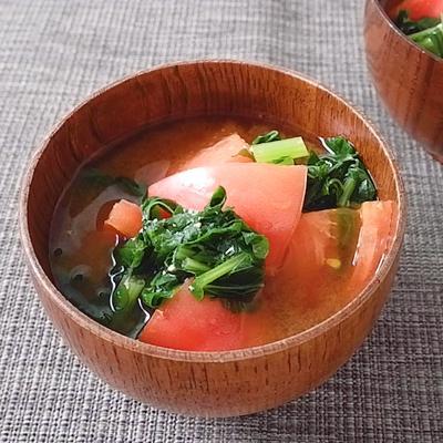 大根の葉とトマトの味噌汁