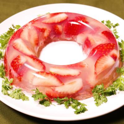 イチゴたっぷりのキラキライチゴかん