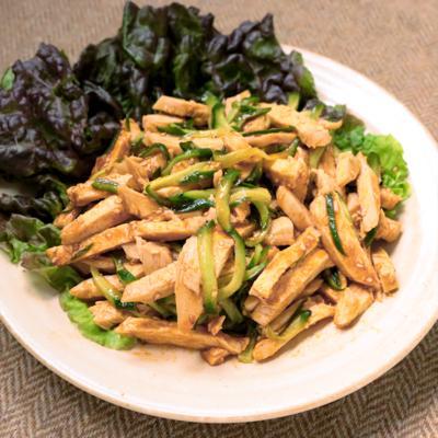 サラダチキンできゅうりとコチュジャンのピリ辛サラダ