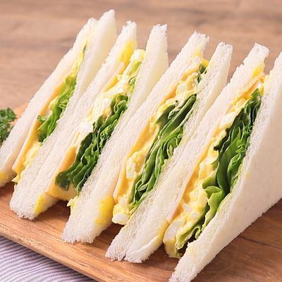 からしマヨネーズが決め手のたまごサンドイッチ