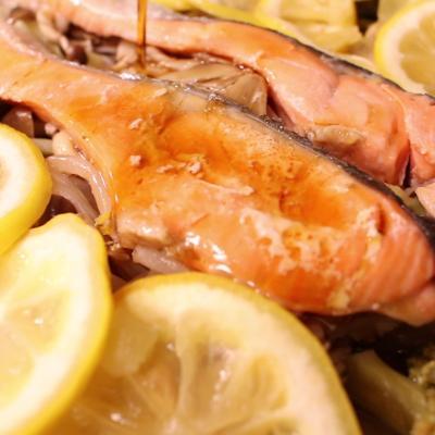 鮭のレモン蒸し焼き