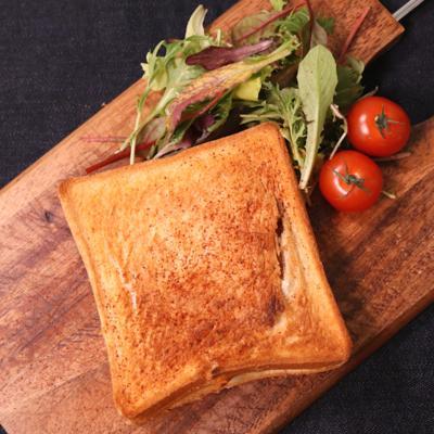 ボリューム満点!玉ねぎとカマンベールチーズのサンドイッチ