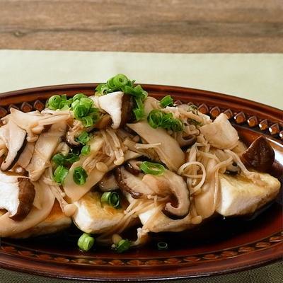 にんにくバター香る きのこソースの豆腐ステーキ