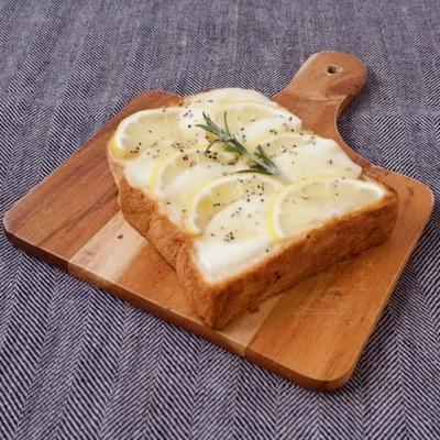 モッツァレラチーズとレモンのはちみつトースト