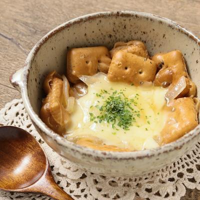 柔らか乾パンのオニオングラタンスープ