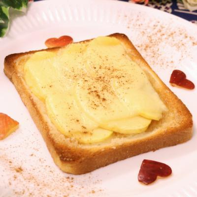 甘じょっぱさが癖になる!?りんごのチーズトースト