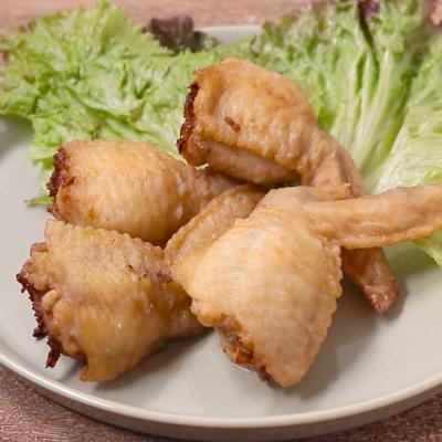 ピリッとカレー味の揚げ手羽餃子