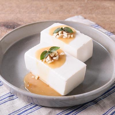 濃厚ピーナッツソースで食べる 簡単お豆腐プリン