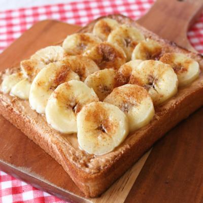 朝食に ピーナッツバターとバナナのトースト