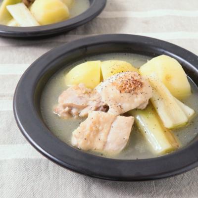 ほっこり チキンとじゃがいもと長ねぎの塩バタースープ
