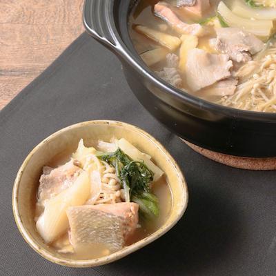 鮭と豚バラのみそ豆乳寄せ鍋