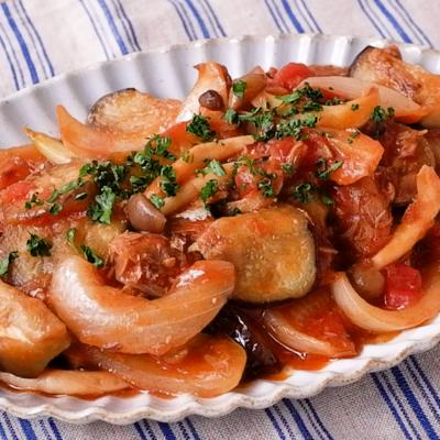 サバの味噌煮が隠し味の野菜トマト煮込み
