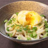 半熟卵の天ぷらで釜玉うどん