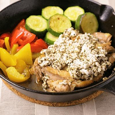 スキレットで鶏もも肉のカッテージチーズ焼き