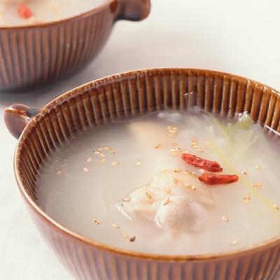 手羽元でお手軽サムゲタン風スープ
