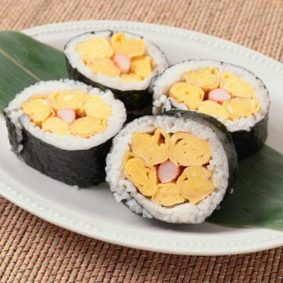 お花の卵焼き海苔巻き