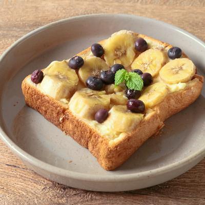 ブルーベリーとバナナのはちみつトースト