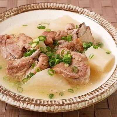 圧力鍋でやわらか 豚スペアリブと大根のスープ