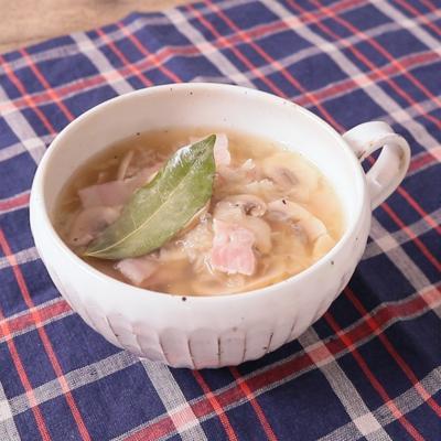 夜食に たっぷりザワークラウトとベーコンのスープ