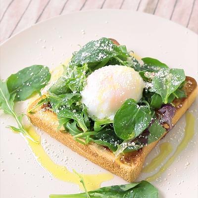 温泉卵のサラダトースト
