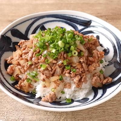 10分で作れる 豚ひき肉と玉ねぎの甘辛丼