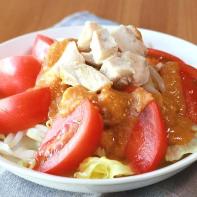 ピリ辛酢味噌ドレッシングで食べる鶏むねサラダ