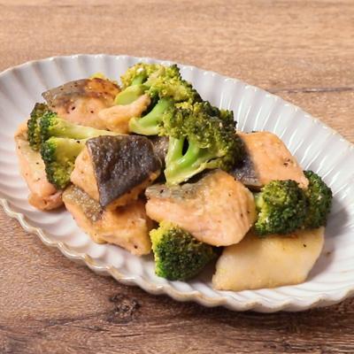 鮭とブロッコリーのレモン炒め
