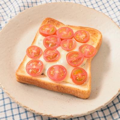 塩昆布トマトチーズトースト
