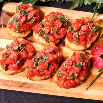 ワインにはこれ!完熟トマトのガーリックブルスケッタ