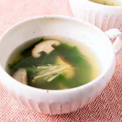昆布茶で春菊としいたけのあっさりスープ