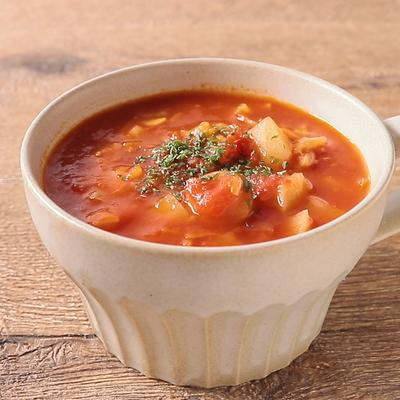 焦がしにんにく香る じゃがいもとソーセージのトマトスープ
