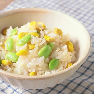 簡単 バター風味の枝豆とコーンの混ぜごはん