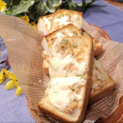 ボリューミー!鮭マヨチーズトースト