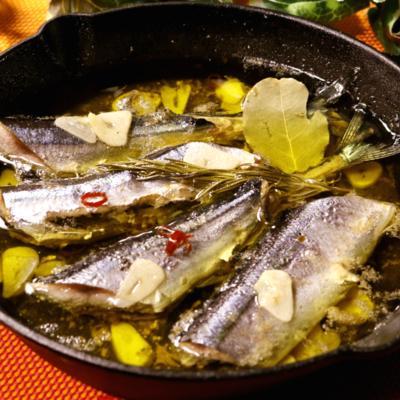 スキレット鍋で作る秋刀魚のコンフィ
