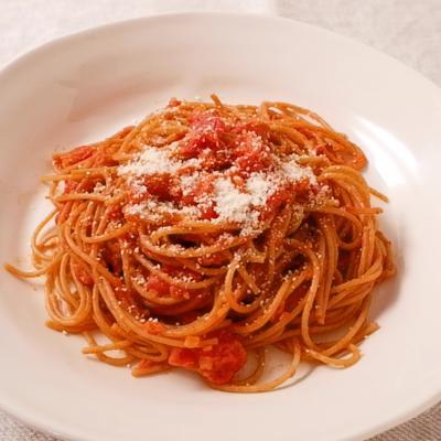 濃厚トマトソースの全粒粉パスタ
