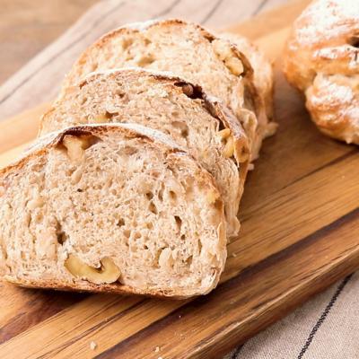 くるみ入り 香り豊かなもち麦パン
