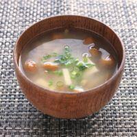 高野豆腐となめこのお味噌汁