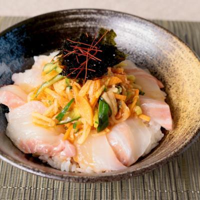 野菜たっぷり鯛の韓国風丼