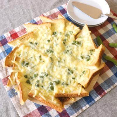 食パンで 枝豆とチーズのピザ