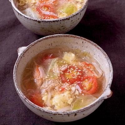 カニカマとレタスの中華春雨スープ