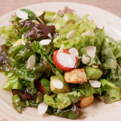 焼き豆腐とバジルのピリ辛サラダ