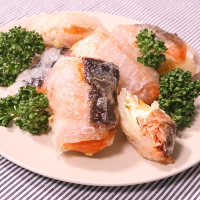 生春巻の皮で包まれた!鮭のチーズINフライ