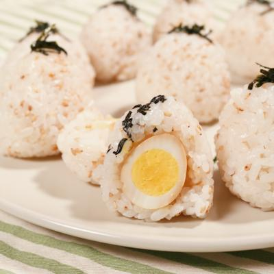 うずらの卵で煮卵おむすび