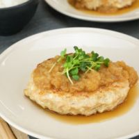 鶏ひき肉と豆腐のハンバーグ おろしソース