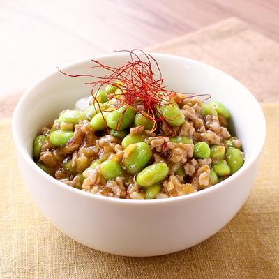 食感がアクセント 枝豆とひき肉のピリ辛中華丼